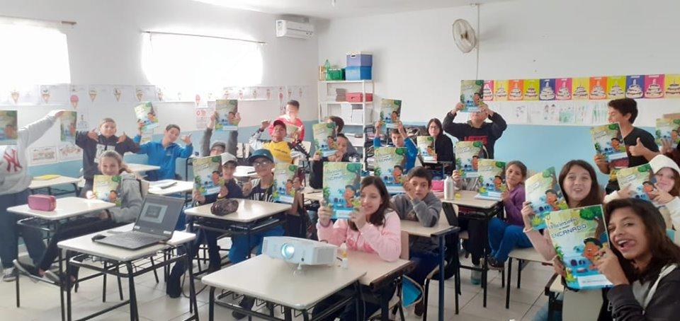 """Cartilha """"Mirinzinho no Mundo Encanado"""" leva informações sobre meio ambientes para crianças de São Francisco do Sul"""